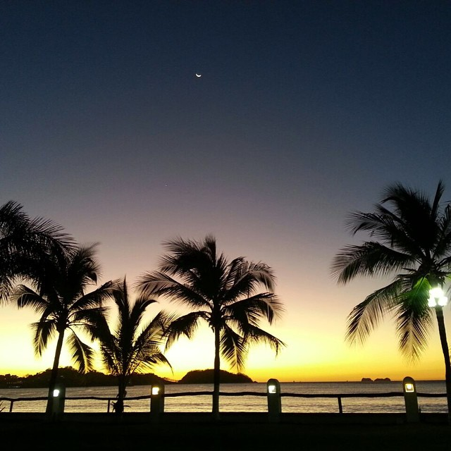 Sunset and moon at Bahia del Sol in Potrero, Guanacaste. Photo credit bahiadelsolcr.